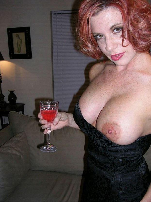 Reite Titten mit großen Brustwarzen